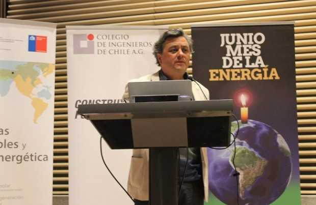 Rodrigo Palma, director del Solar Energy Research Center. Foto: Roberto Valencia-Revista ELECTRICIDAD.