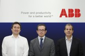 Víctor Moraga, Product Marketing Specialist Building Products; Marco Marini, Local Division Sales & Marketing Manager, Electrification Products division, y Eduardo Bozzo, Product Marketing Director Electrification Products Division.