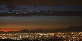 04 de diciembre de 2012. Torres Alta Tension en la Region Metropolitana, desde Penalolen. Juan Carlos Recabal / Electricidad